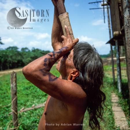 Waorani Indians : Caempaede Making Blowgun, Rio Cononaco, Ecuador, 2002