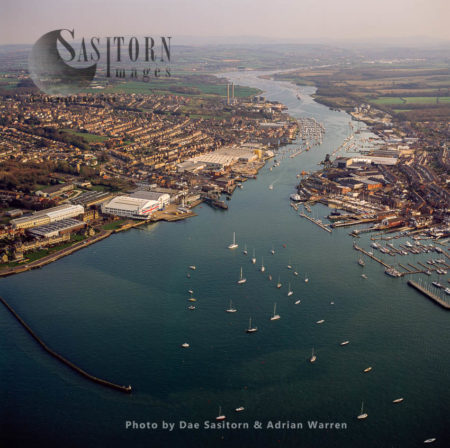Estuary Of The River Medina, Cowes And East Cowes, Isle Of Wight, Hampshire