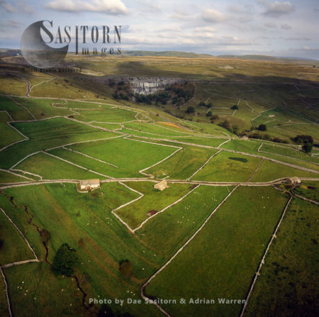 Dry Stone Walls, Field Barns And Agricultural Fields Patterns, Malham Cove, Yorkshire Dales, North Yorkshire